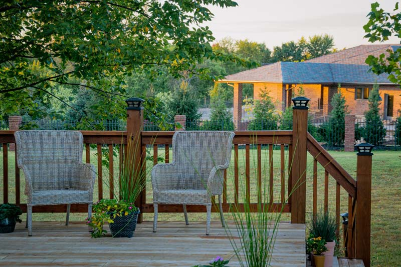 backyard-deck-wicker-chairs